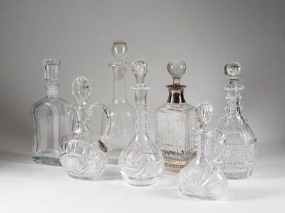 Ensemble de sept carafes dont trois Lalique...