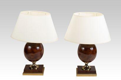 Paire de lampes en métal et résine marron...