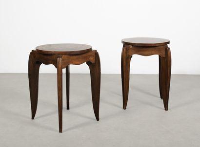 Lot de deux tables d'appoint En bois teinté...