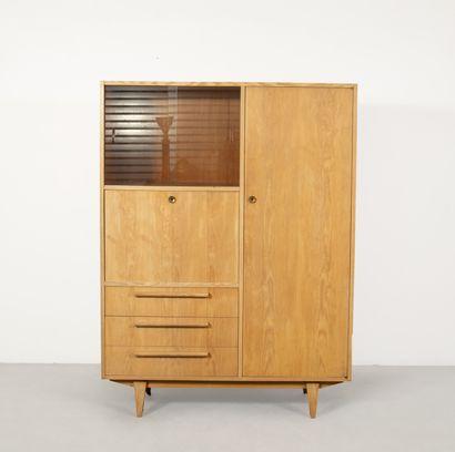 Armoire secrétaire en bois clair Vers 1950...