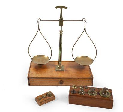 Balance et poids H_41 cm L_35,5 cm P_18 ...