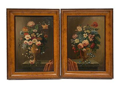Deux natures mortes aux vases de fleurs Huile...