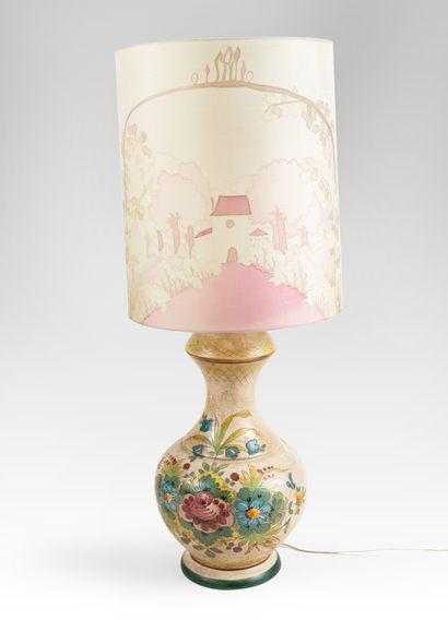 Lampe à motif floral en céramique Vers 1950...