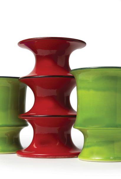 INGER PERSSON (XXE SIÈCLE) Série «POP» Paire de vases, vers 1970 Émail vert pomme,...