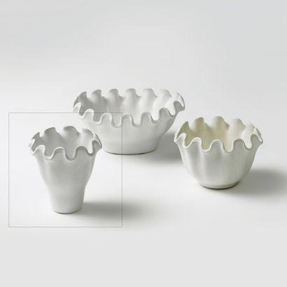 WILHEM KAGE (1889-1960) Série «Våga» Vase, vers 1940 Porcelaine et émail blanc Gravé...