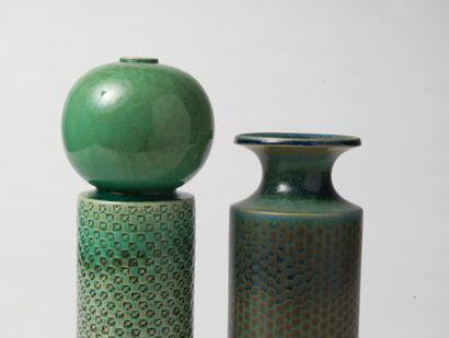 STIG LINDBERG (1916-1982) Vase cylindrique, vers 1950 Émail bleu et céladon Manufacture...