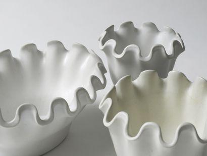 WILHEM KAGE (1889-1960) Série «Våga» Coupe, vers 1940 Porcelaine et émail blanc Manufacture...