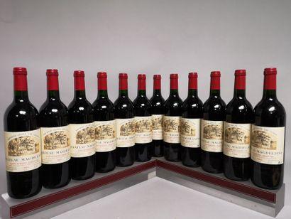12 bouteilles Château MAGDELEINE - St. Emilion...