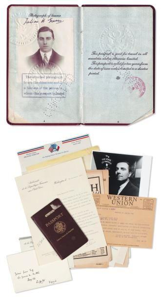 PASSEPORT AMÉRICAIN de Julien Green Pièce signée par J. G., 32 pages in-12. Avec...
