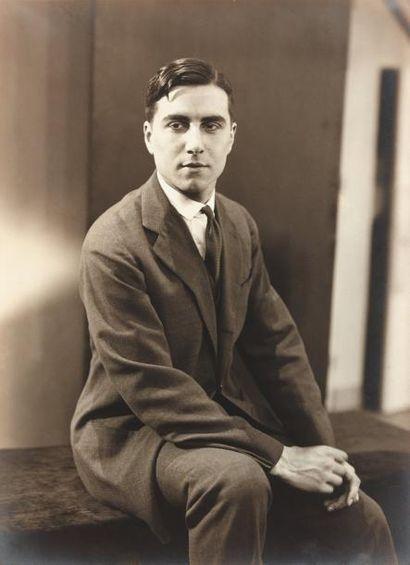 GREEN Julien - 1927 Superbe portrait en buste,...