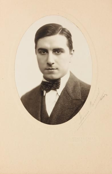 GREEN Julien - 1928 Magnifique portrait mi-buste...