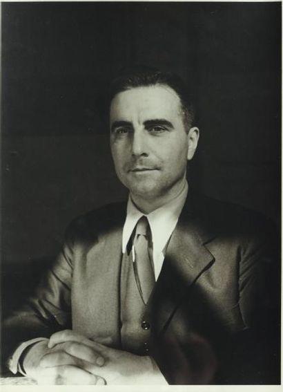 GREEN Julien - 1947 Magnifique portrait mi-buste...