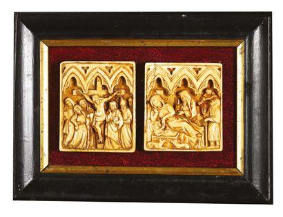 DEUX PLAQUETTES en ivoire sculpté en bas-relief...