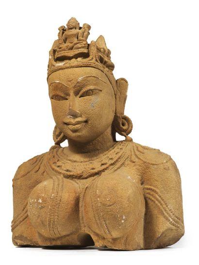 BUSTE DE FEMME. Grès. Copie d'un buste indien...