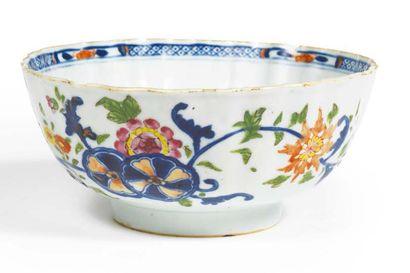 BOL en porcelaine décorée en bleu sous couverte...