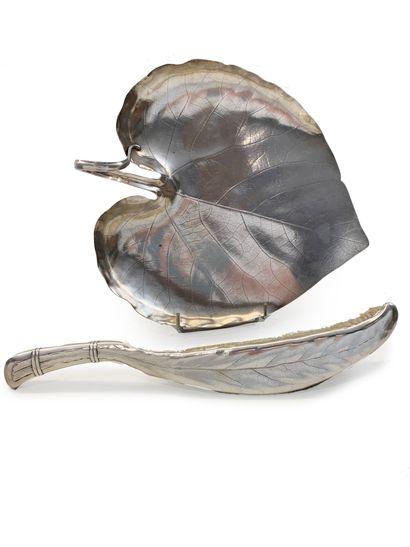 Christofle. Balayette de table en métal en forme de feuille et sa pelle L_37 cm