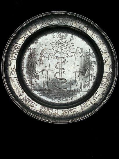 Plat de Passah en métal argenté à décor ciselé...