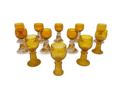 Ensemble de douze verres Roemer provenant...