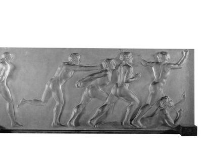 RENÉ LALIQUE (1860-1945) Vase Lutteurs Modèle crée en 1914. Verre blanc soufflé-moulé...