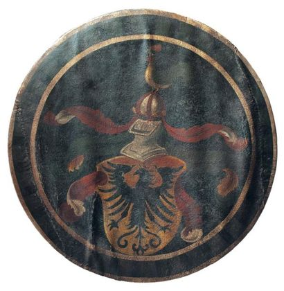 Reconstitution d'une rondache en bois peint...