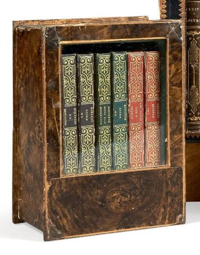 [BIBLIOTHÈQUE MINIATURE]. Petite bibliothèque...
