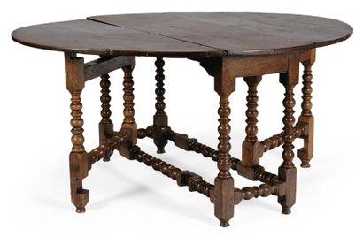 TABLE OVALE dite gate-leg en chêne clair;...