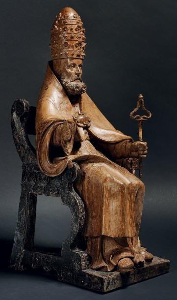 SAINT PIERRE en chêne sculpté en ronde-bosse...
