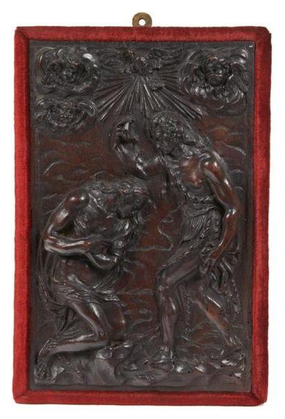 PANNEAU en noyer sculpté en fort relief représentant...