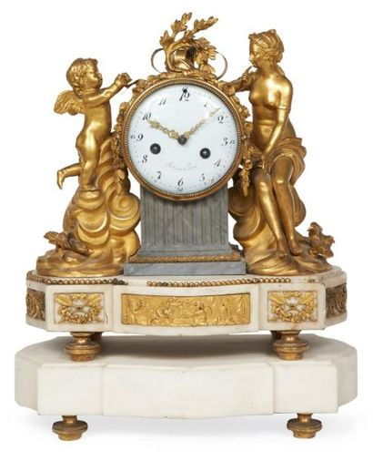PENDULE en bronze doré, marbre bleu Turquin...