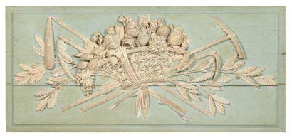 TROPHÉE en bois sculpté et peint à décor...