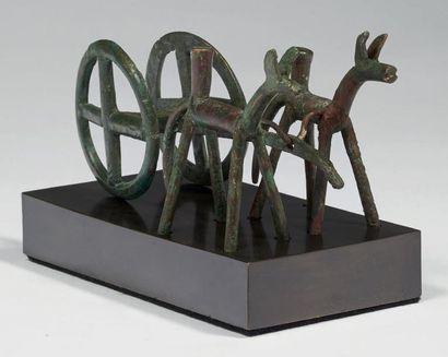 BIGE. Figurine représentant un attelage composé...