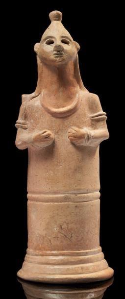 IDOLE FÉMININE. Rare statuette représentant...