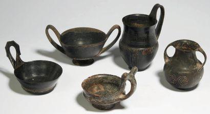 VASES ÉTRUSQUES. Lot composé de cinq vases:...
