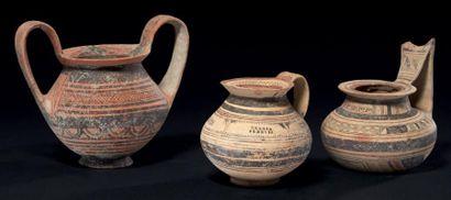 VASES DAUNIENS. Lot composé de deux vases...