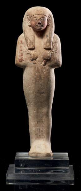 Égypte SHAOUABTI AU NOM DE LA DAME NÉBOU-EM-OUSEKHET. Il est momiforme, coiffé de...