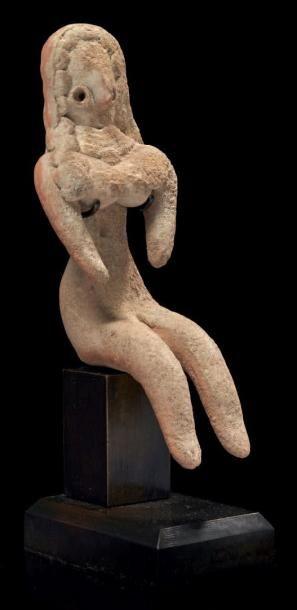 IDOLE DE MEHRGARH. Statuette de femme assise,...