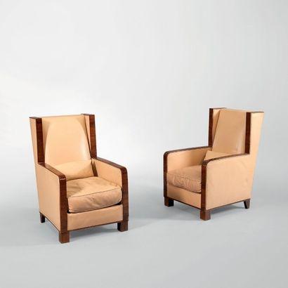FRANCIS JOURDAIN (1876-1958) Paire de hauts fauteuils à oreilles Placage de palissandre...