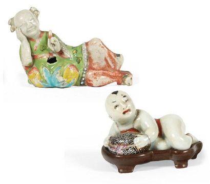 PETIT COMPTE-GOUTTES en forme d'enfant allongé...