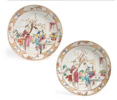 PAIRE DE COUPELLES en porcelaine décorée...