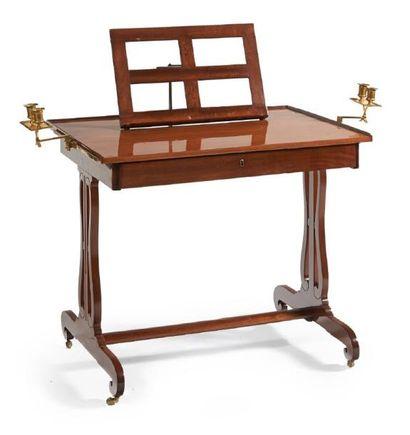 TABLE FORMANT LUTRIN de forme rectangulaire...