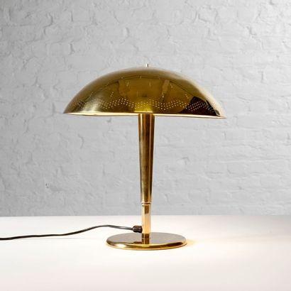 PAAVO TYNELL (1890-1973) Finlande Lampe de table modèle «5061» dite «Umbrella» Laiton...