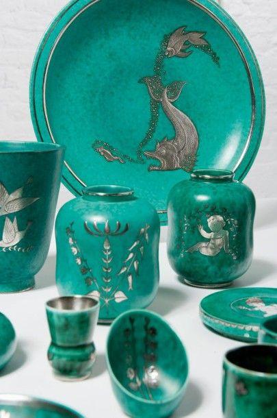 VILHELM KAGE (1889-1960) Suède Collection de trente deux céramiques modèle «Argenta»...