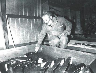 ARMAN (1928-2005) A chacun son dû, 1973 Colère de violon découpé dans le ciment....