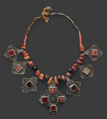Collier, Anti Atlas, alternant perles d'ambre...