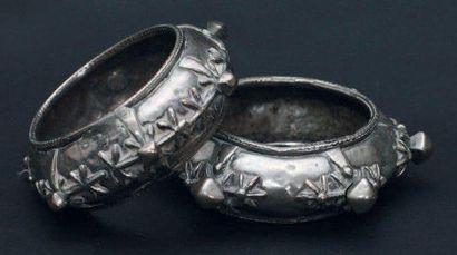 Deux bracelets, Sud du Maroc en argent à...
