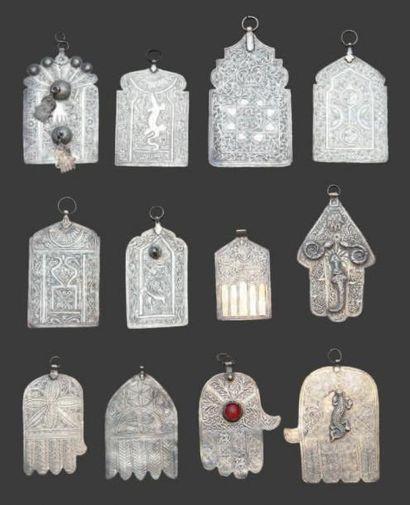Douze plaques prophilactiques, luha en argent...