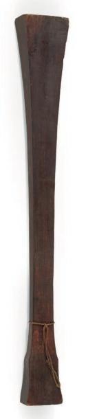 MASSUE en bois de type «Macana» de forme...