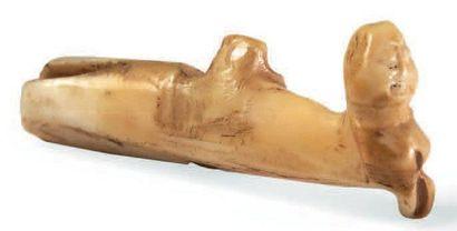 BOUCLE D'OREILLE de femme en ivoire marin...