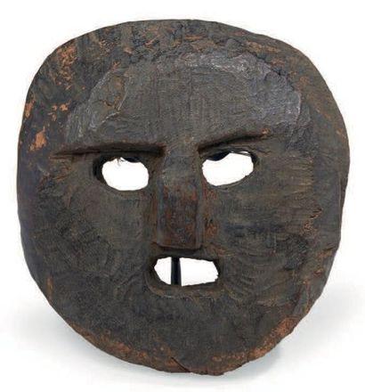 MASQUE en bois représentant un visage au...