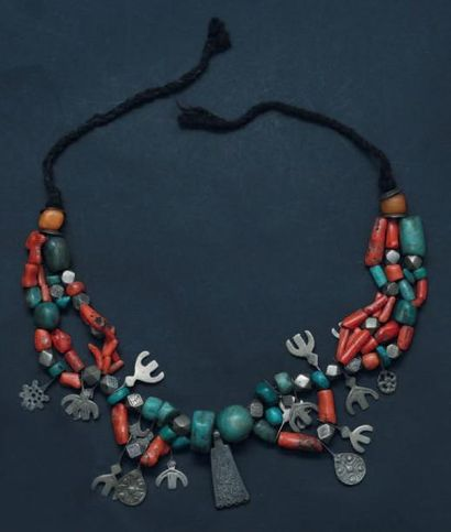 Collier, vallée du Draa de perles de turquoise,...